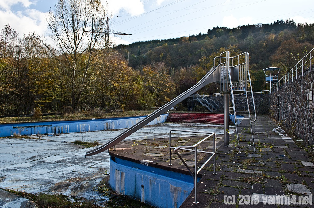 Das freibad the open air pool vault 114 urban exploration - Rutsche pool ...